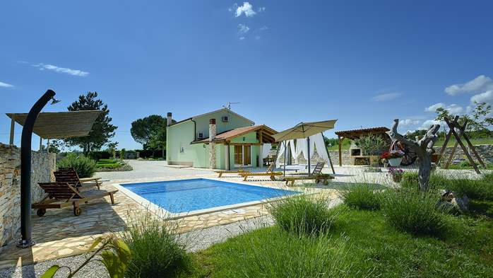 Villa with heated outdoor pool and spacious garden, for 6 persons, 1