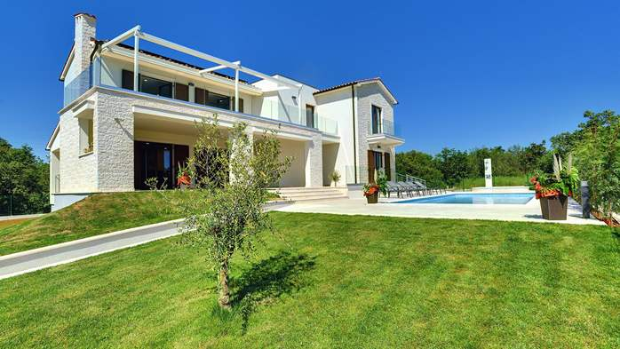 Luxuriously furnished villa with a private  heated pool, 7