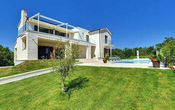 Luxuriously furnished villa with a private  heated pool