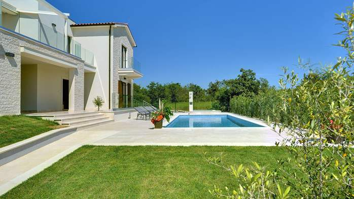 Luxuriously furnished villa with a private  heated pool, 9