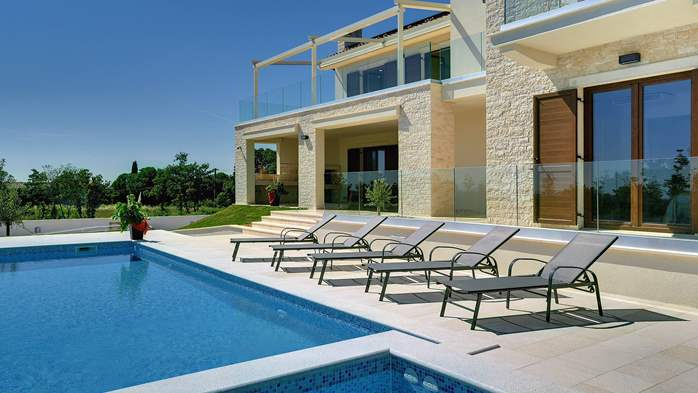 Luxuriously furnished villa with a private  heated pool, 10
