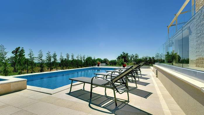 Luxuriously furnished villa with a private  heated pool, 5