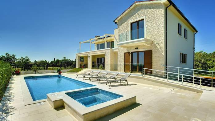 Luxuriously furnished villa with a private  heated pool, 6