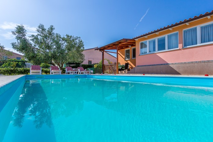 Villas with pool in Pula