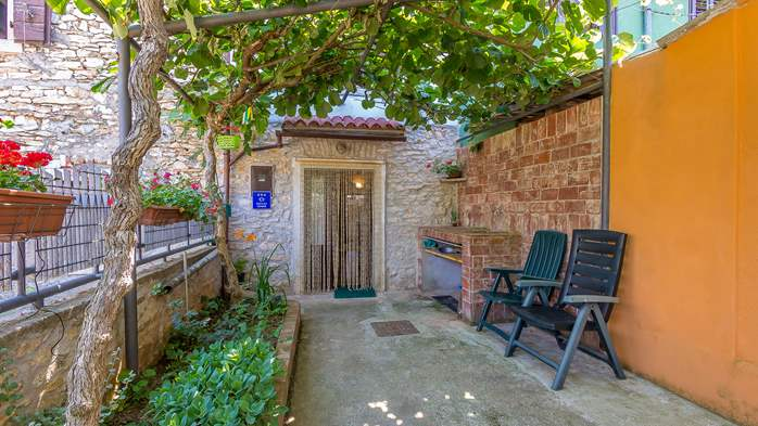 Newly renovated holiday home, traditional style, air conditioning, 1