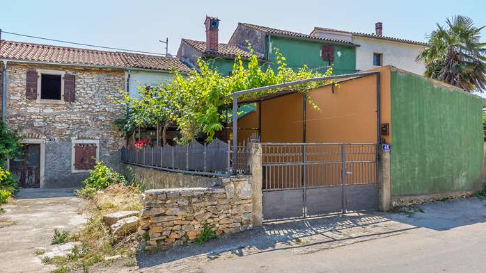 Newly renovated holiday home, traditional style, air conditioning, 2