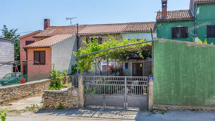 Newly renovated holiday home, traditional style, air conditioning, 3