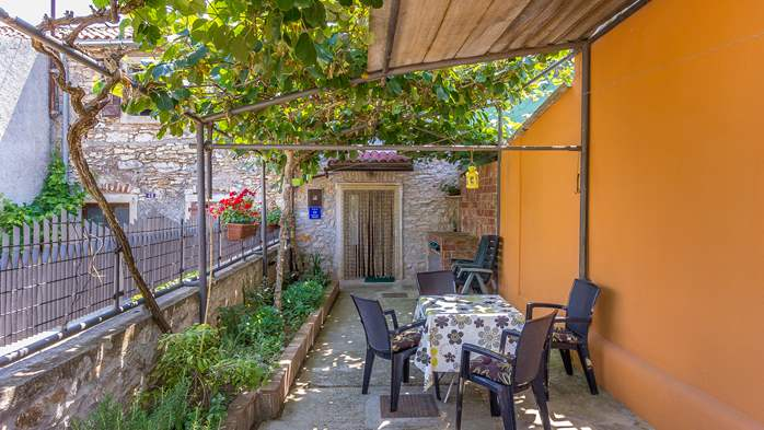 Newly renovated holiday home, traditional style, air conditioning, 5