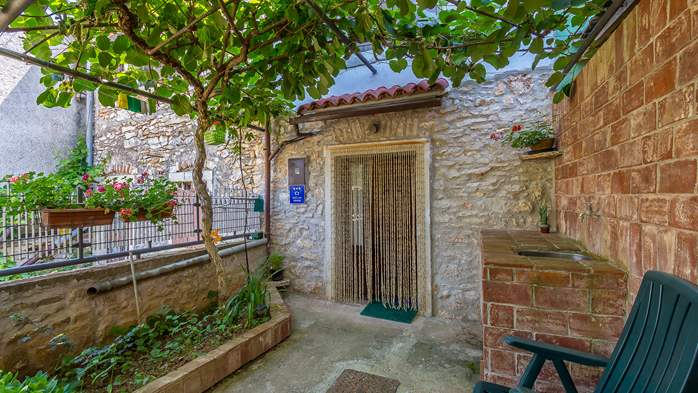 Newly renovated holiday home, traditional style, air conditioning, 6