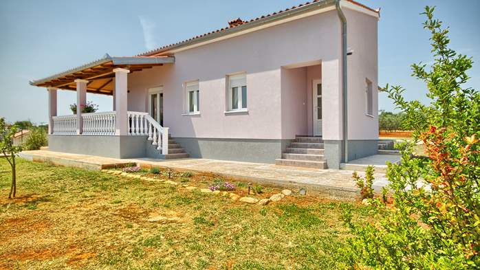 Detached house with spacious garden, terrace and playground, 9