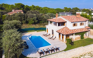 Charming stone villa in Medulin with private pool and sun terrace