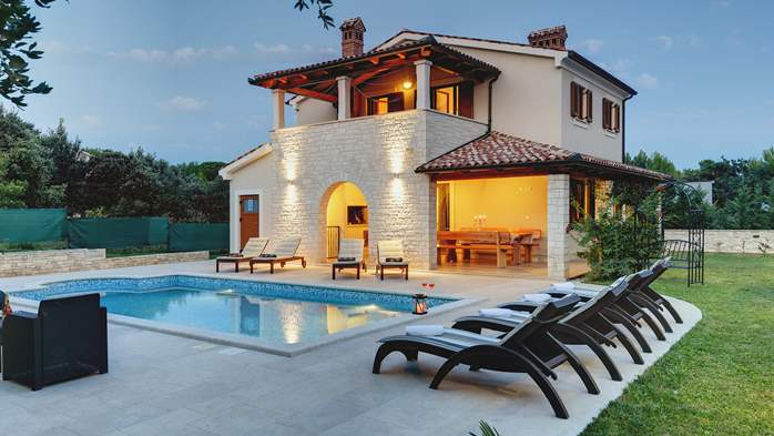 Charming stone villa in Medulin with private pool and sun terrace, 1