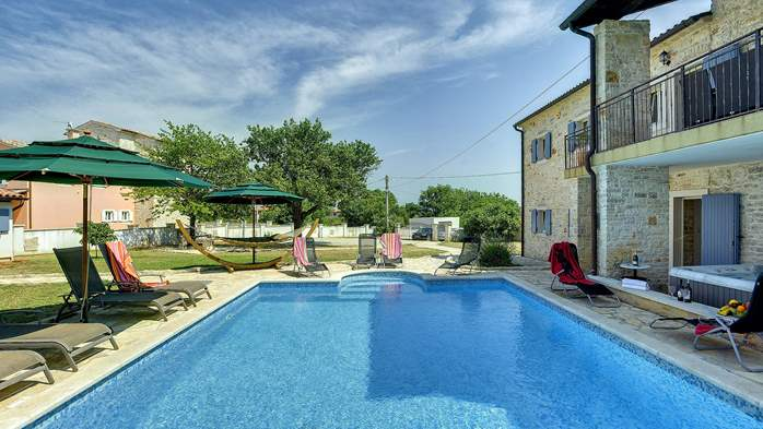 Two villas with two swimming pools and jacuzzi, WiFi, playground, 8