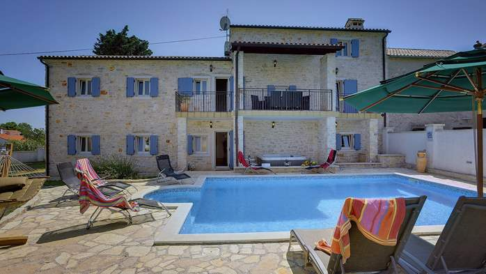 Two villas with two swimming pools and jacuzzi, WiFi, playground, 3