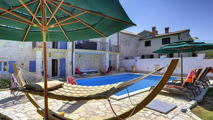 Two villas with two swimming pools and jacuzzi, WiFi, playground, 14