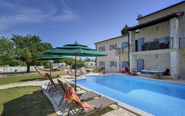 Two villas with two swimming pools and jacuzzi, WiFi, playground