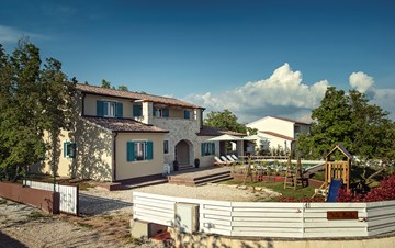 Villa with pool, sauna and kids playground for 12 persons