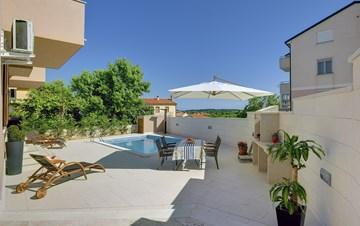 Modern villa with pool in Ližnjan, Wi-Fi, pets allowed