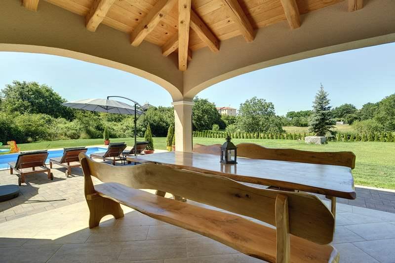 Casa ivano a rovinjsko selo con piscina e 4 camere da letto for Piccoli piani casa 4 camere da letto