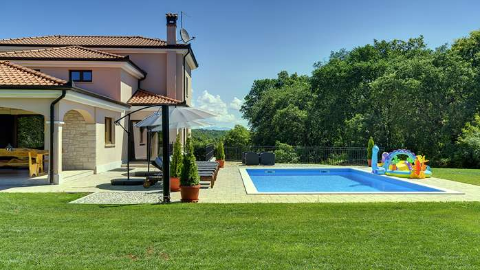 Beautiful villa on two floors with private pool, billiards, Wi-Fi, 4
