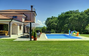 Beautiful villa on two floors with private pool, billiards, Wi-Fi