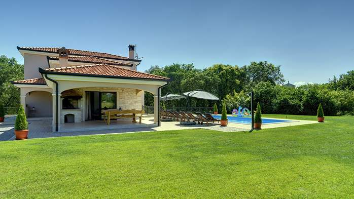 Beautiful villa on two floors with private pool, billiards, Wi-Fi, 5