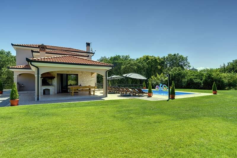 Casa ivano a rovinjsko selo con piscina e 4 camere da letto for Piani casa artigiano 2 camere da letto