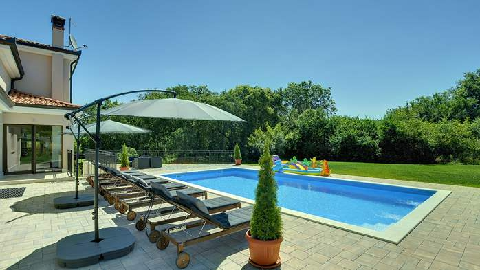 Beautiful villa on two floors with private pool, billiards, Wi-Fi, 8