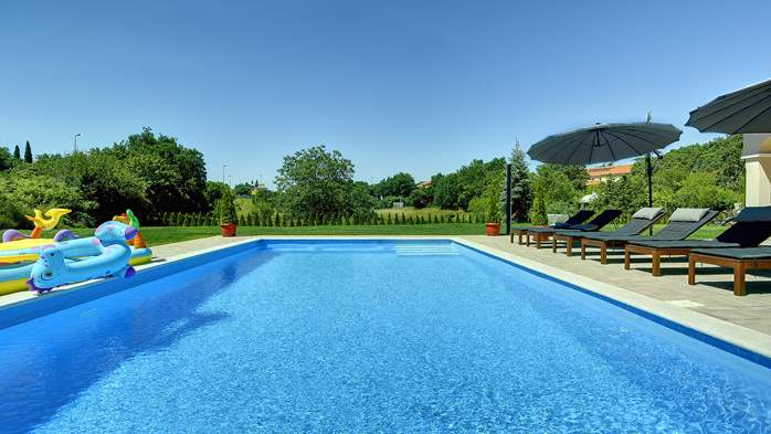 Beautiful villa on two floors with private pool, billiards, Wi-Fi, 11