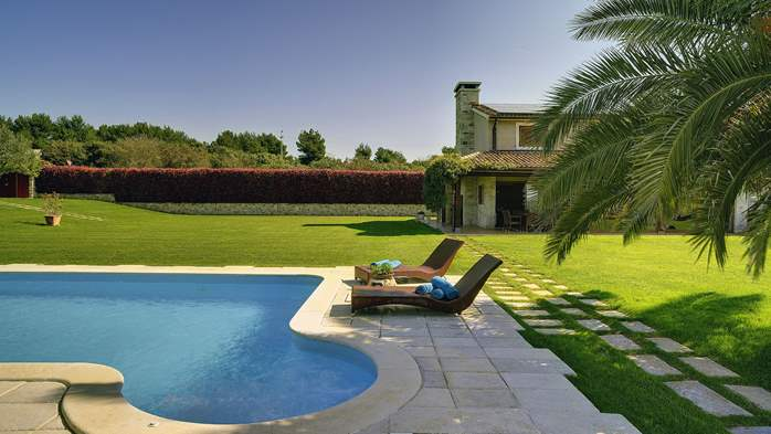 Villa in Pomer, private pool with whirlpool, big lawn, volleyball, 3