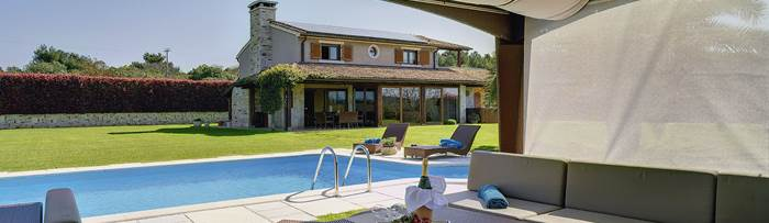 Villas with pool in Pomer