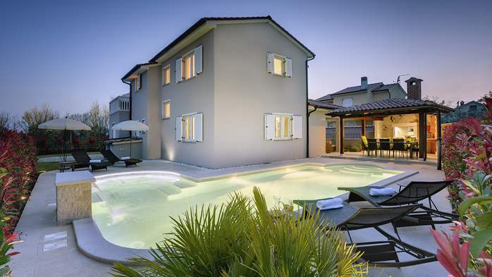 Modern villa with three bedrooms, pool with whirlpool, Wi-Fi, 1