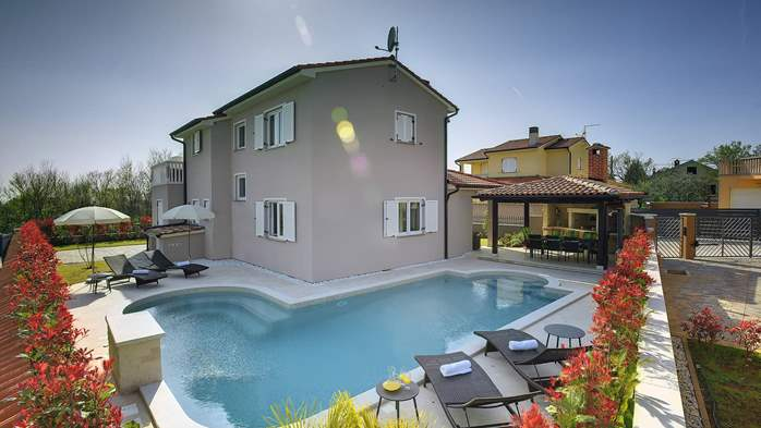 Modern villa with three bedrooms, pool with whirlpool, Wi-Fi, 8