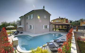 Modern villa with three bedrooms, pool with whirlpool, Wi-Fi