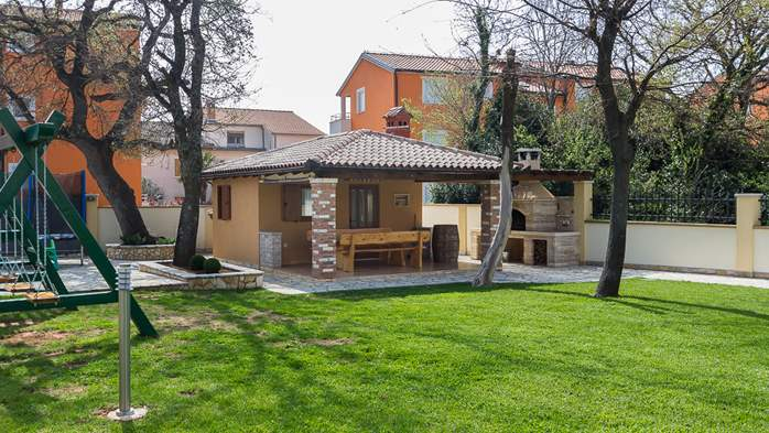 Detached house offers modernly decorated apartments in Medulin, 32