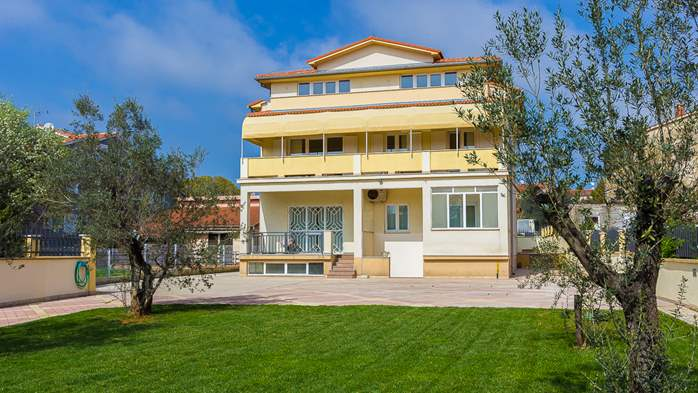 Detached house offers modernly decorated apartments in Medulin, 30