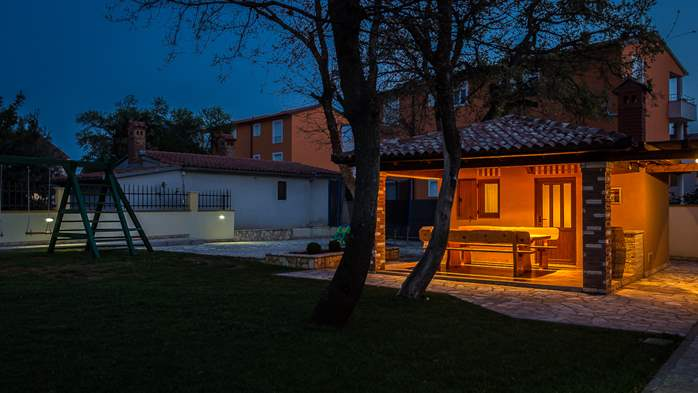 Detached house offers modernly decorated apartments in Medulin, 38