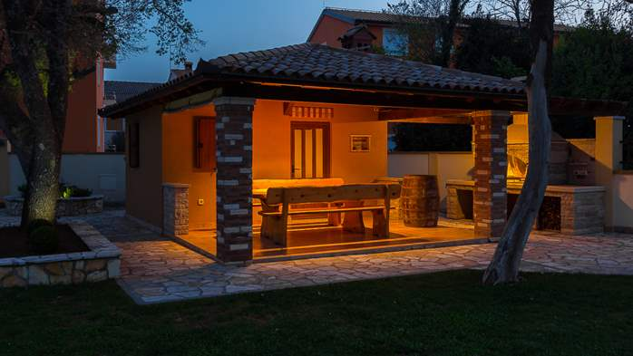Detached house offers modernly decorated apartments in Medulin, 39