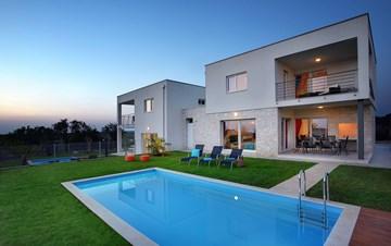 Modern villa with private pool and sun terrace close to Novigrad