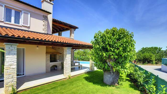 Modern villa on two floors with pool, sun terrace and balcony, 8