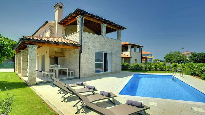 Modern villa on two floors with pool, sun terrace and balcony, 2
