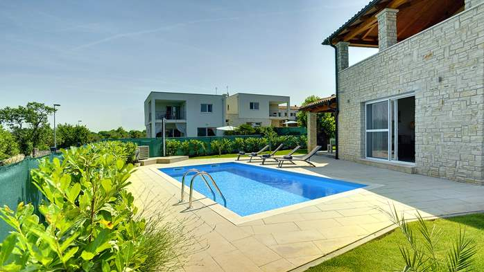 Modern villa on two floors with pool, sun terrace and balcony, 5