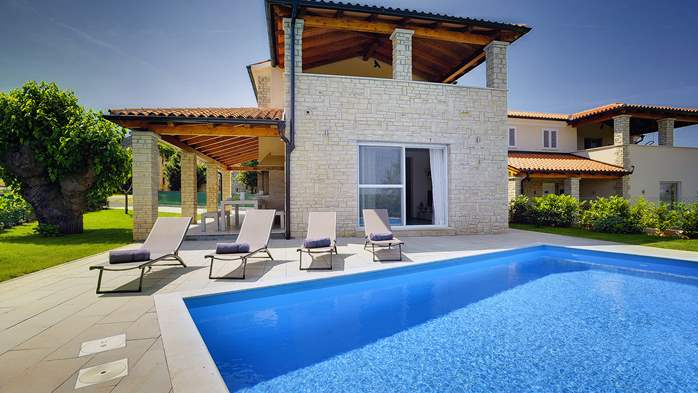 Modern villa on two floors with pool, sun terrace and balcony, 1
