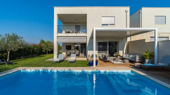 Villa with pool, terrace, for 6 to 8 persons, near Novigrad, 2