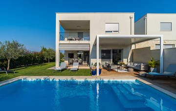 Villa with pool, terrace, for 6 to 8 persons, near Novigrad