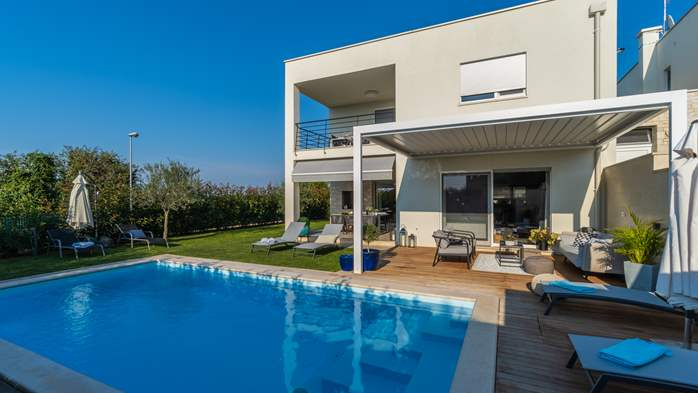 Villa with pool, terrace, for 6 to 8 persons, near Novigrad, 10