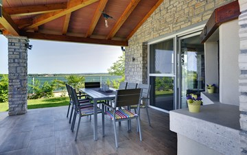 Villa with private pool, close to Novigrad, for a perfect holiday