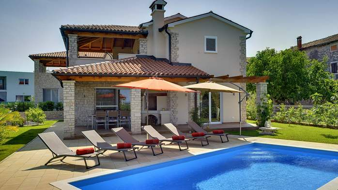 Villa with private pool, close to Novigrad, for a perfect holiday, 1