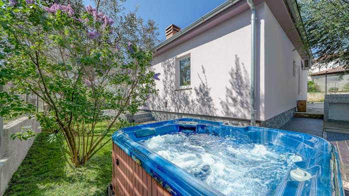 Holiday home with private pool in Štinjan, Wi-Fi, BBQ, 8