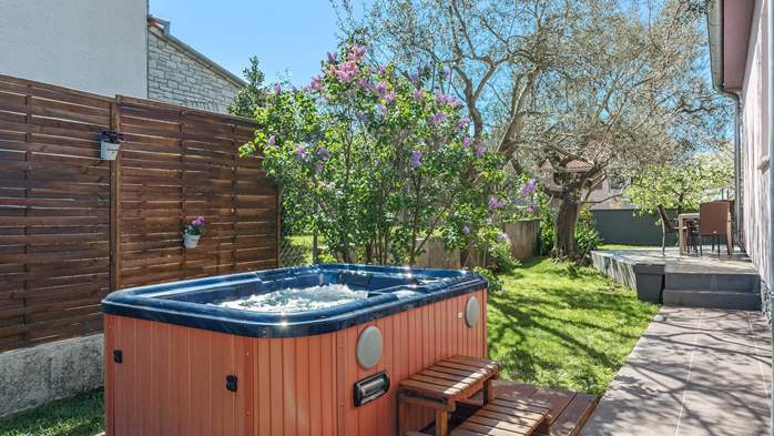 Holiday home with private pool in Štinjan, Wi-Fi, BBQ, 11